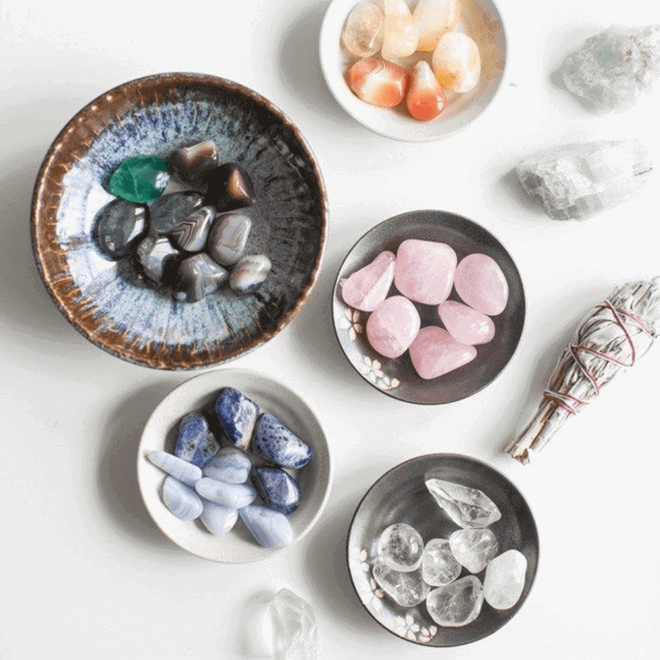 Plates with crystal of different colors
